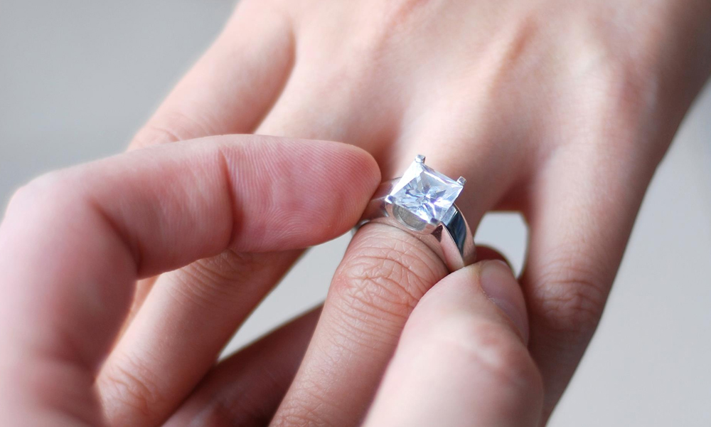 Ways to Take a Good Care of Diamond of the Engagement Ring