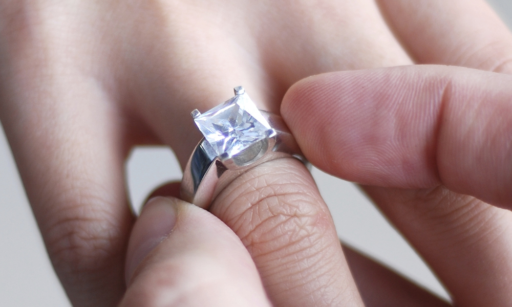 Engagement Ring Price Melbourne – How Much You Should Invest?