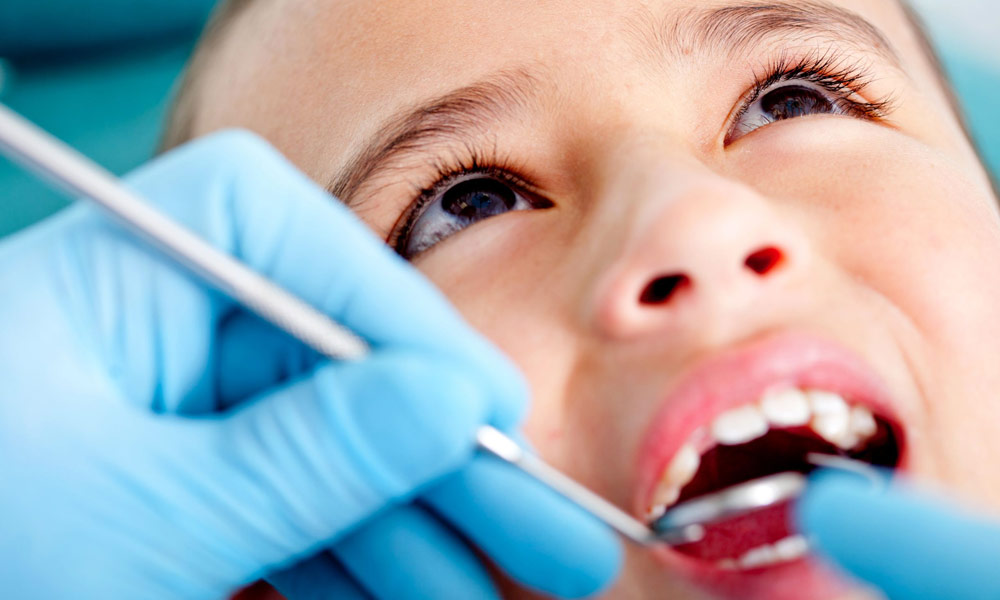 How Children's Teeth Dentist Treat Your Child While Treatment