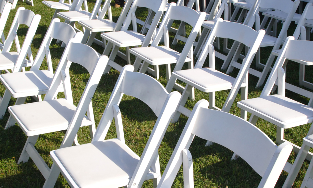 Hire Folding Chairs that Perk Up Your Event Venue
