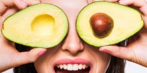 landscape-1434011433-woman-holding-avocados-in-front-of-eyes