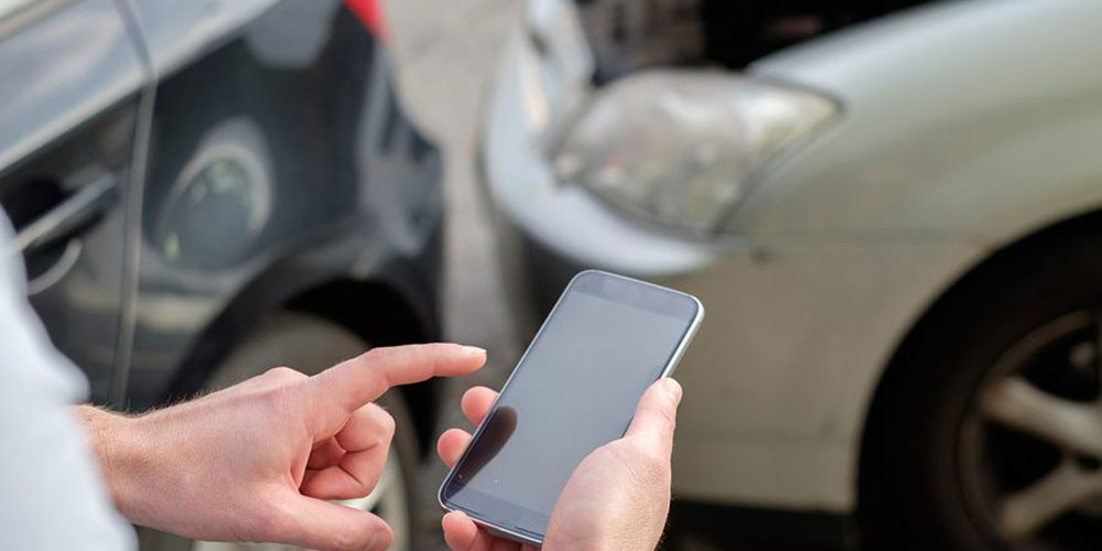 The Pros and Cons of Installing a Car Insurance Monitoring Device