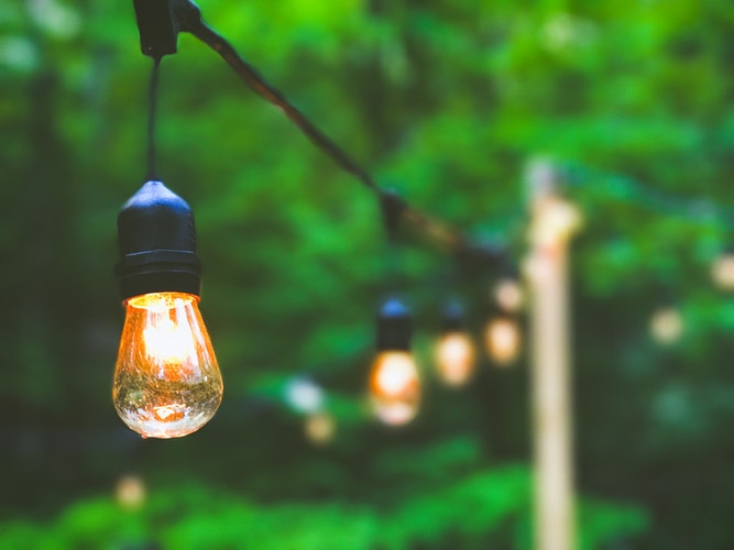 8 Stylish Outdoor Lighting Ideas To Keep Up Your Curb Appeal