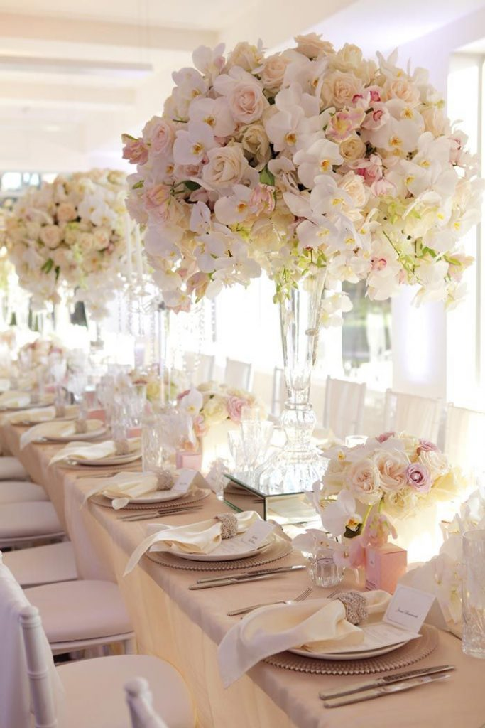 the-big-fresh-bouquet-centre-piece-on-table-top
