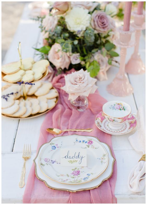 the-fancy-pink-cutlery-with-a-pink-table-cloth-table-top