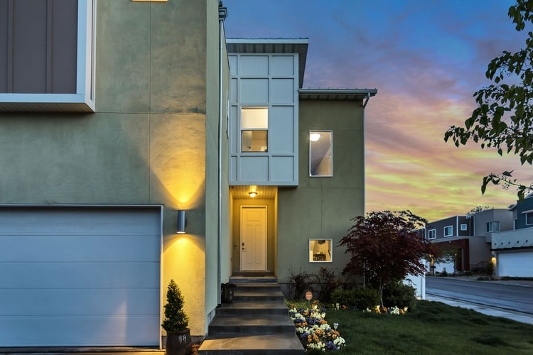 Garage Door Replacement: Make The Right Choice