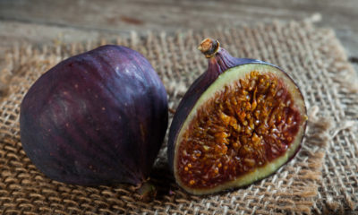ripe-half-figs-old-wooden-table-burlap_169547-14