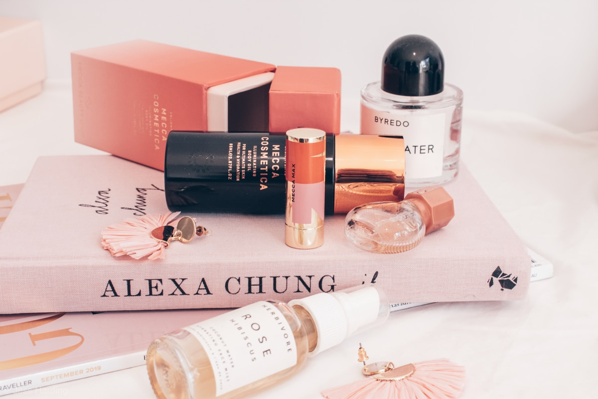 Why Cosmetic Box Packaging Is Important For Makeup Business?