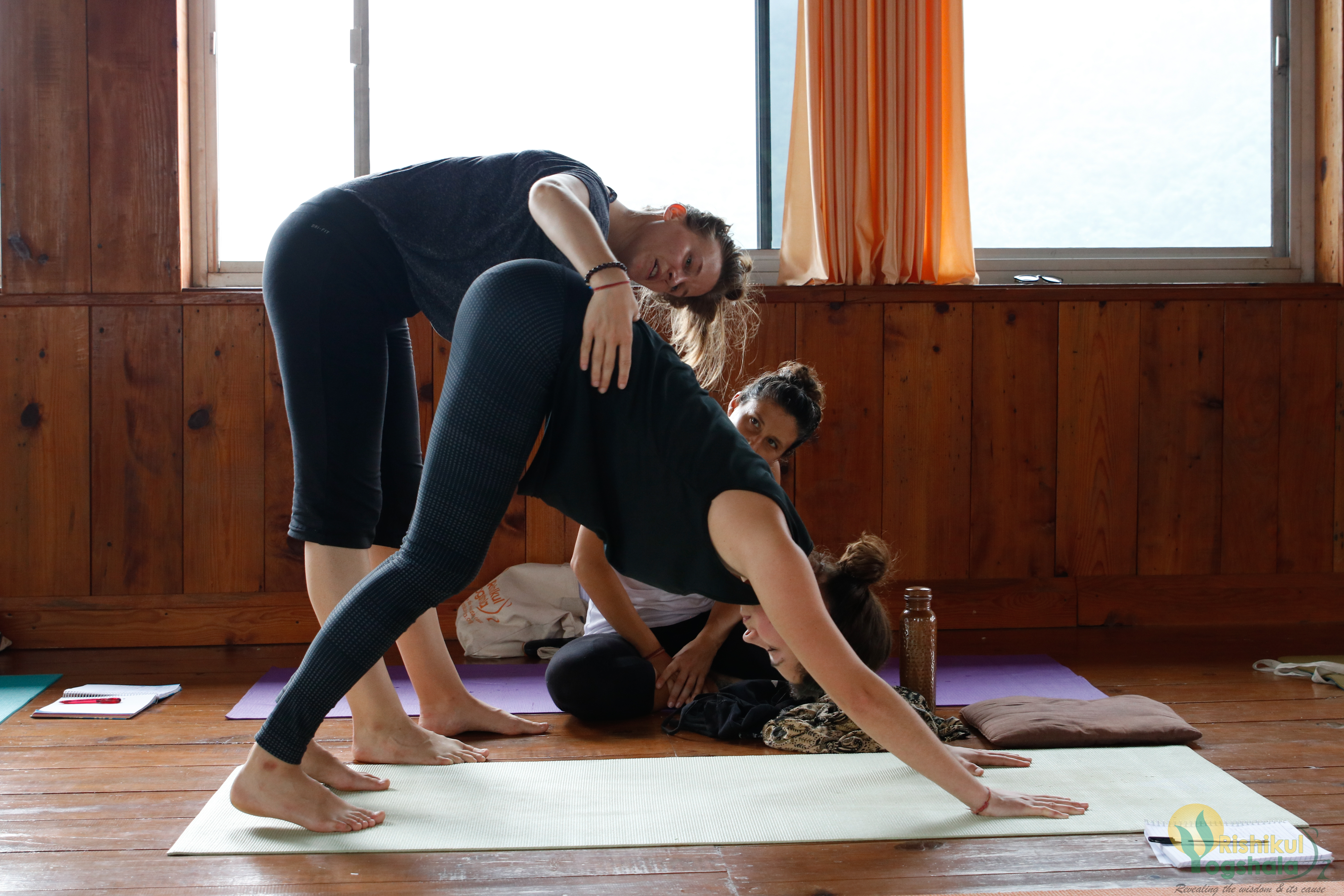 6 Yoga Schools That Offer Online Yoga Classes To Learn From Home