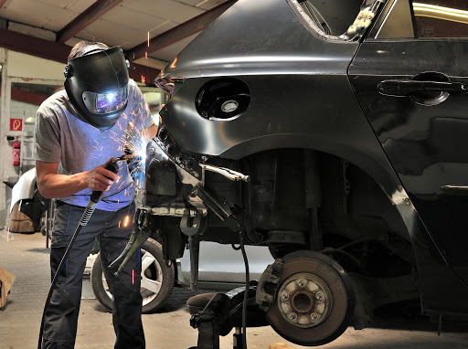 Choosing an Auto Body Shop for Your Damaged Vehicle